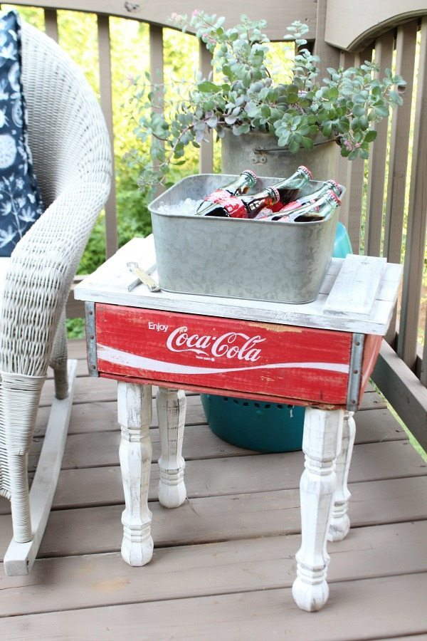 Make one! Get the DIY Coca Cola Crate side table instructions at RefreshRestyle.com