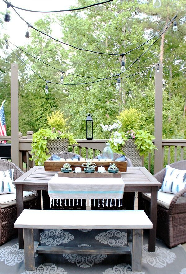 Patio dining - Farmhouse Bench - easy DIY instructions included at RefreshRestyle.com