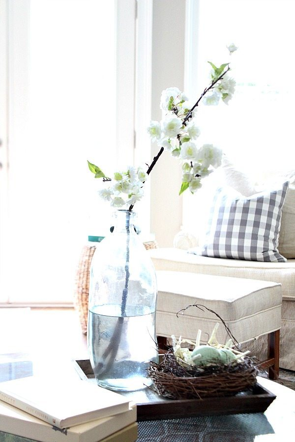 Simple ideas for summer decor - keep it light and bright at Refresh Restyle