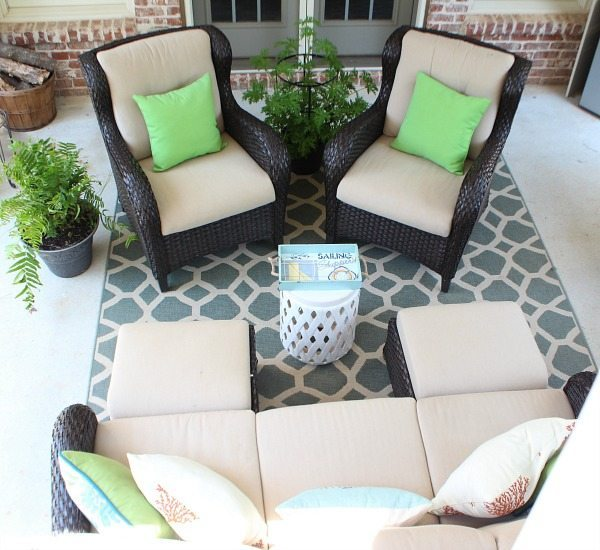 Summer patio at refreshrestyle.com
