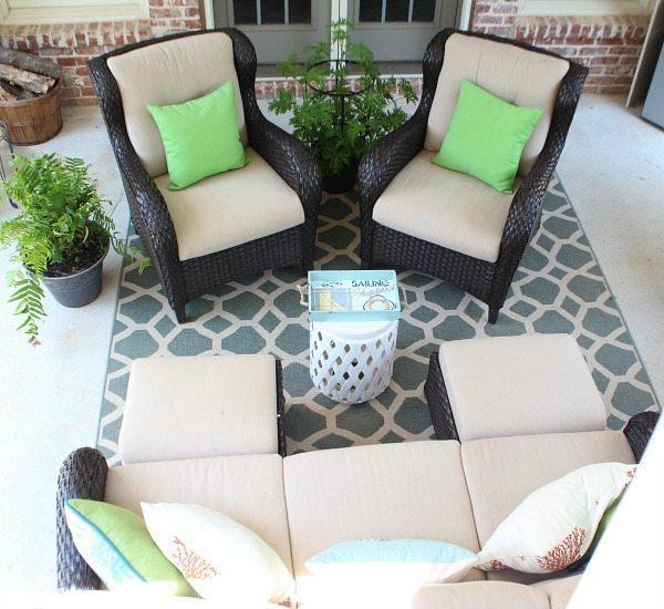 Summer patio at refreshrestyle.com