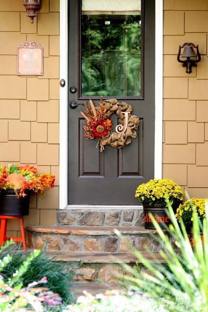 Fall Decor for the Side Door from Duke Manor Farm