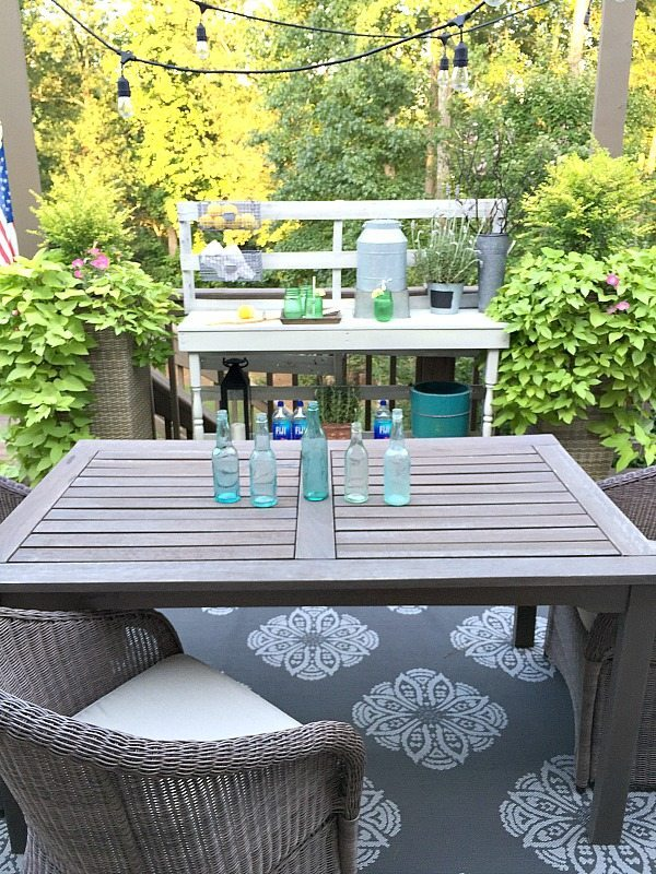 Outdoor Dining - Rustic farmhouse serving area idea - Made from a pallet - outdoor potting table serves as buffet or drink service area