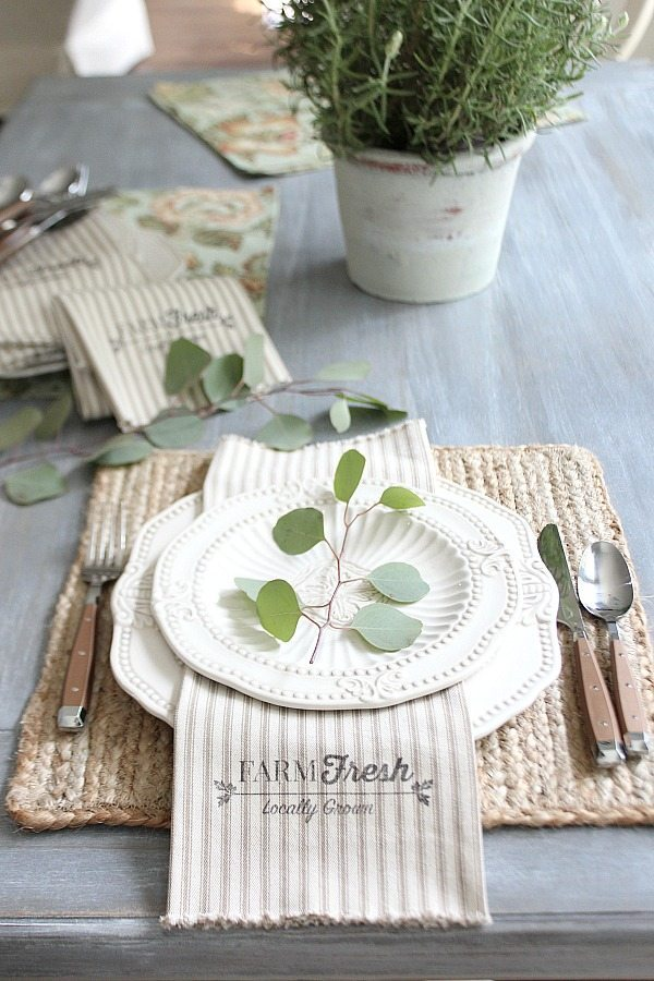 Farmhouse napkins free printable made from 1 yard of fabric