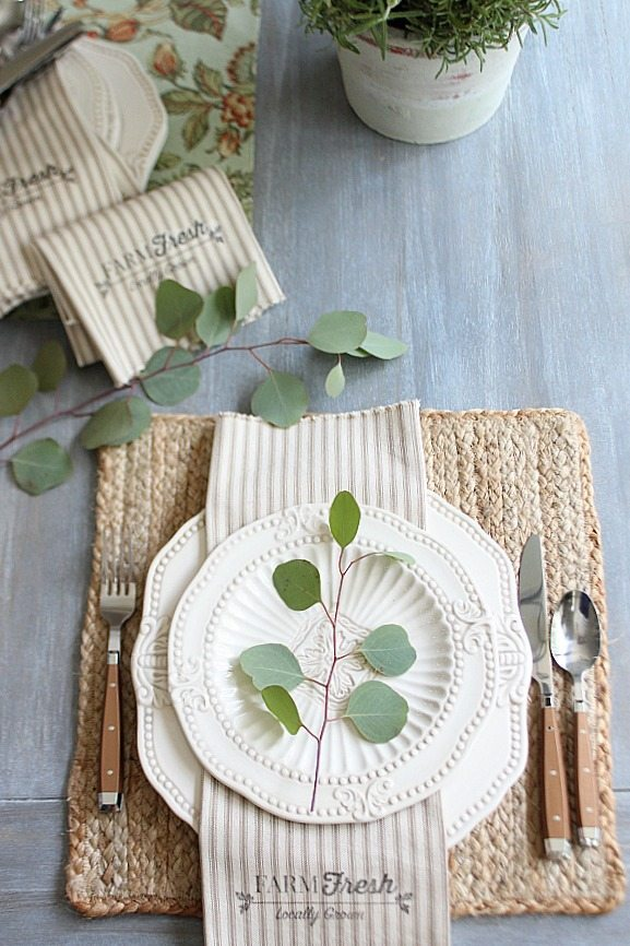 Farmhouse napkins from 1 yard of fabric plus free printable
