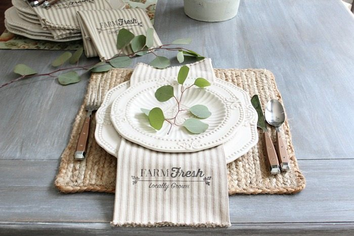 How to make Farmhouse style napkins with just 1 yard of fabric and this free printable