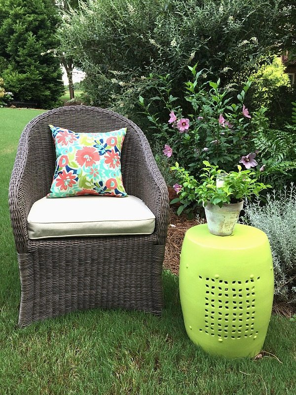 Outdoor garden stool makeover with DecoArt Americana Decor outdoor living paint
