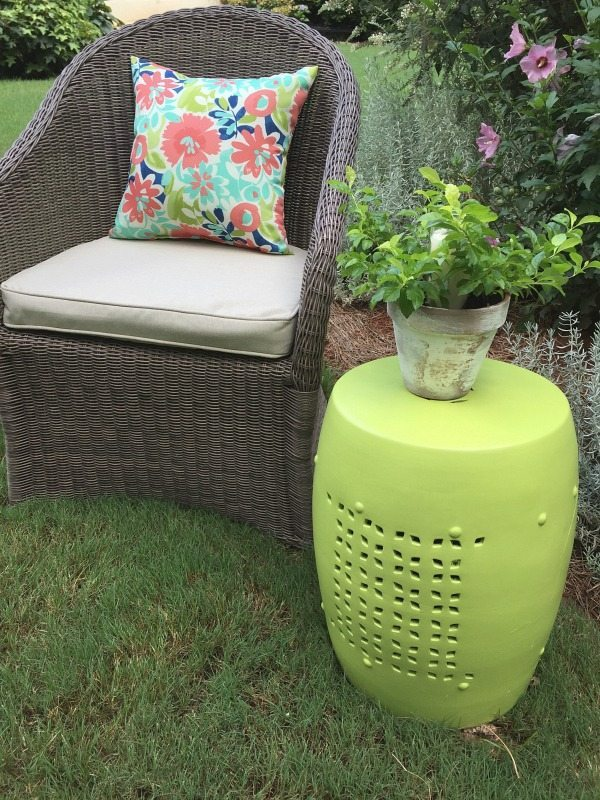 Perfect green garden stool - Outdoor stool makeover with DecoArt Americana Decor outdoor living paint