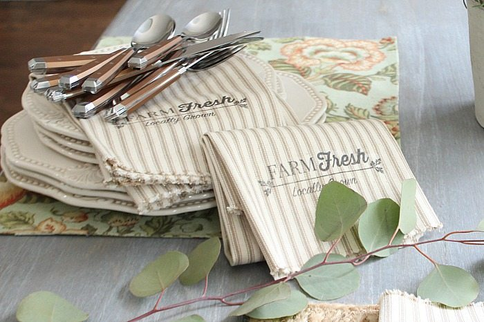 Setting the farmhouse table with farmhouse napkins - easy to make with 1 yard of fabric and this free printable