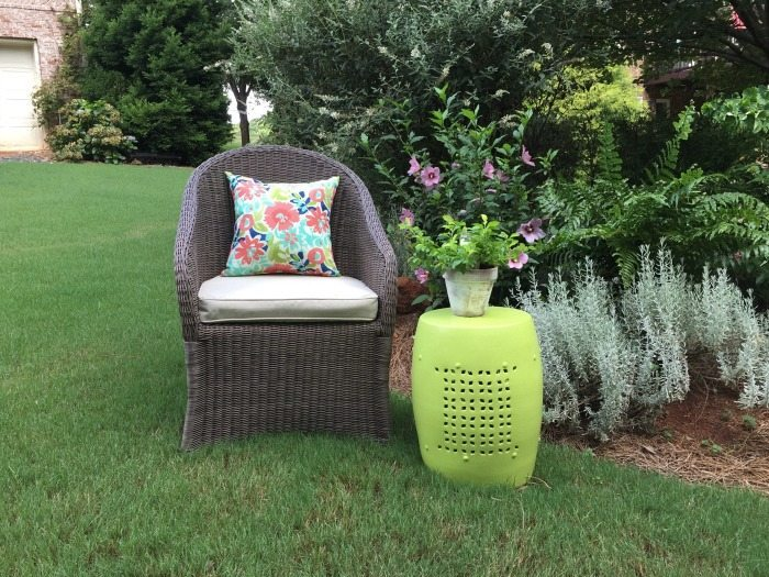 Thrift store makeover - Outdoor garden stool makeover with DecoArt Americana Decor outdoor living paint
