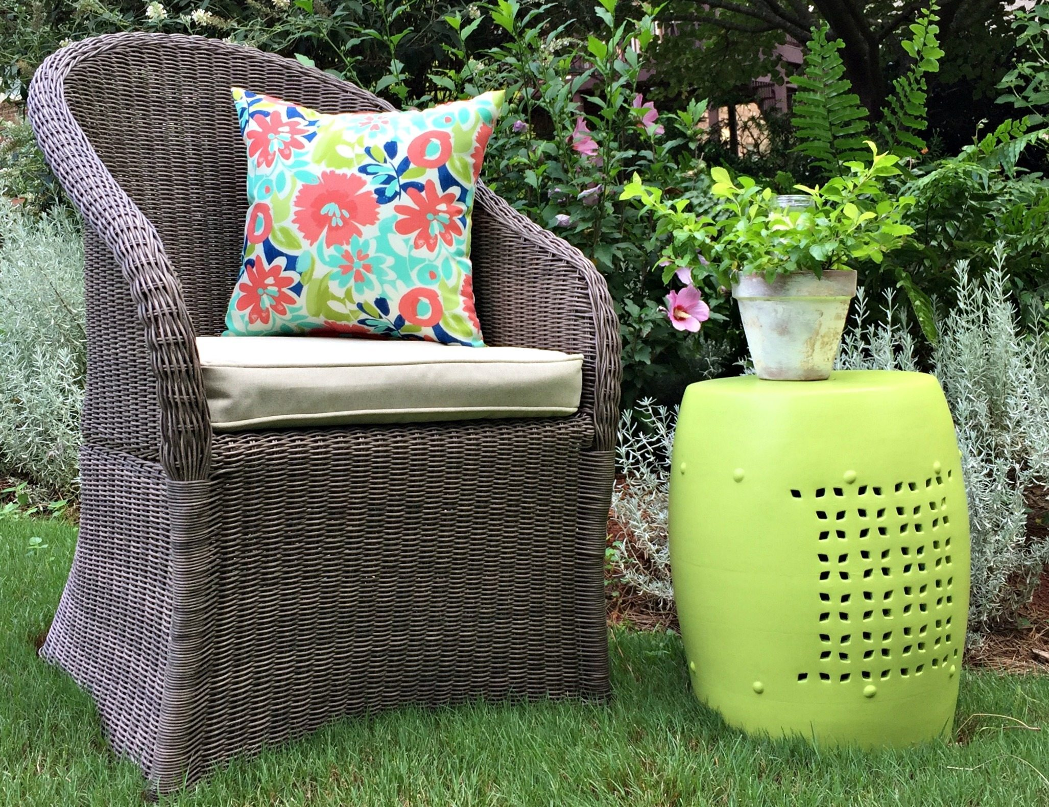 Thrifty makeover - Outdoor garden stool makeover with DecoArt Americana Decor outdoor living paint