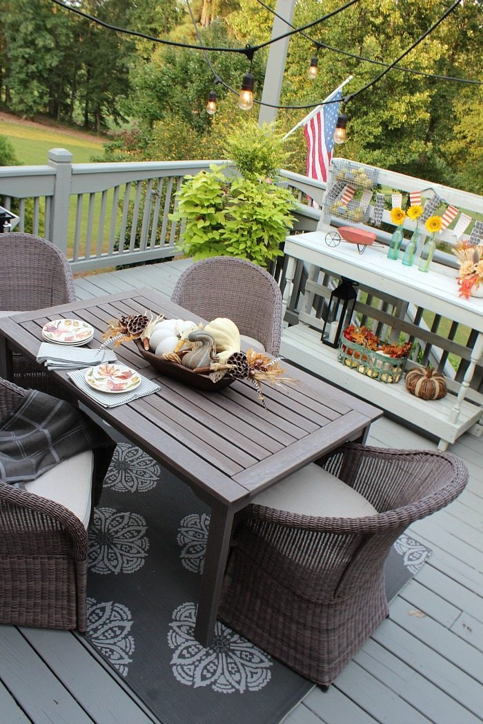 deck-ideas-lights-pallet-bar-rug-and-comfy-chairs