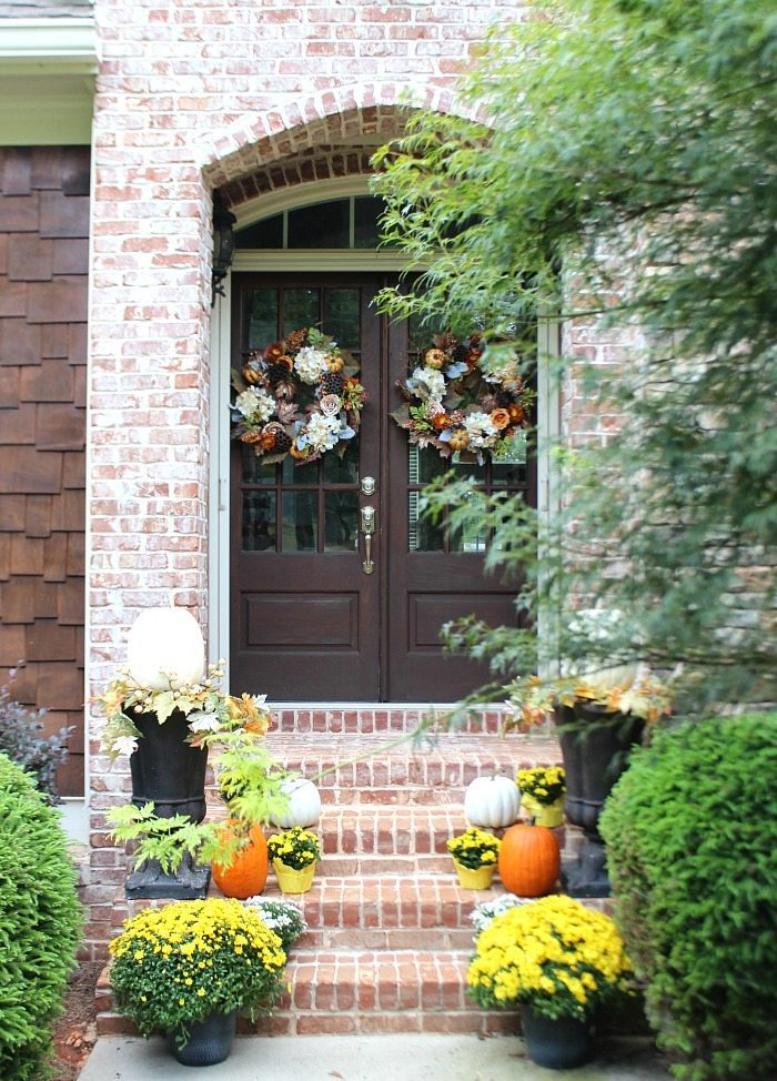 Fall front porch mums pumpkins refresh restyle Beautiful fall front porches