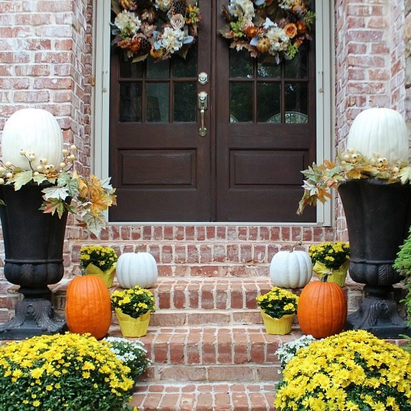 front-door-fall-decor-at-refresh-restyle