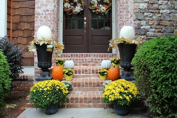 orange-and-white-pumpkins-flanked-by-yellow-and-white-mums-perfect-for-fall-entry
