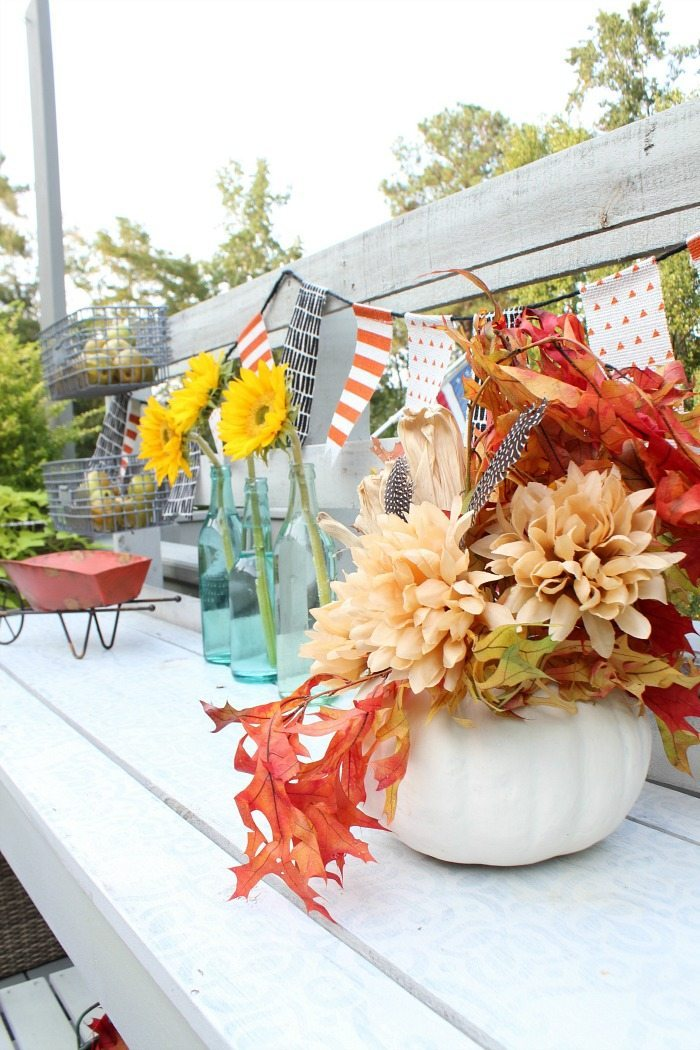 thrify-fall-decor-on-the-pallet-garden-bench-at-refresh-restyle
