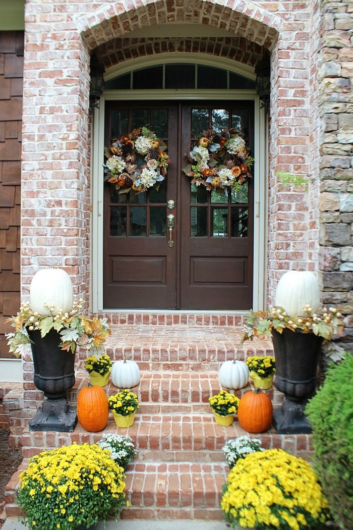 welcome-home-and-welcome-fall-with-a-mix-of-mums-and-pumpkins-awesome-double-doors