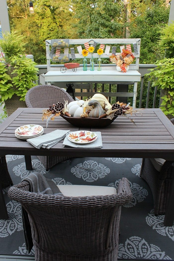 fall-porch-dining