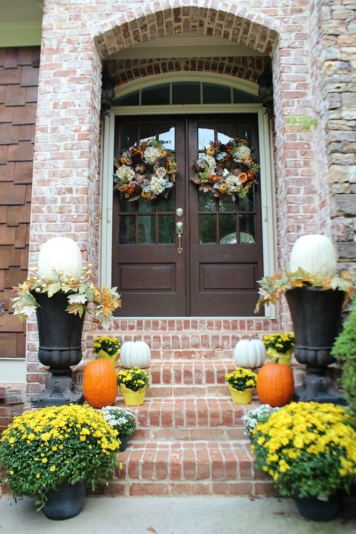 mix-of-real-and-fake-pumpkins-with-white-and-yellow-mums