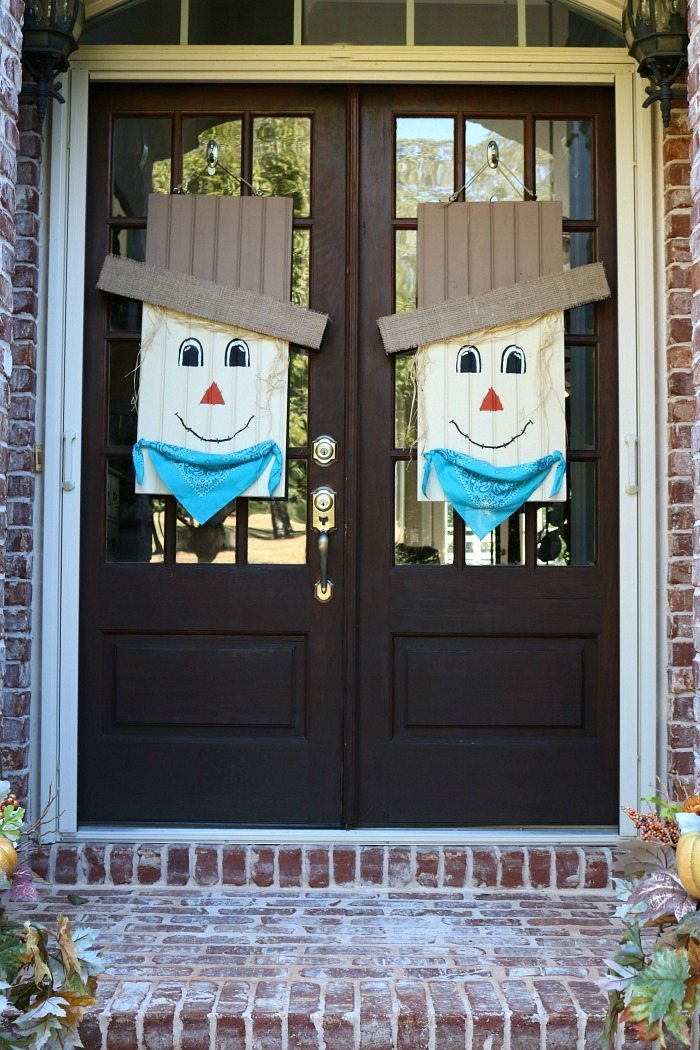 scare-crow-door-hanging-idea-at-refresh-restyle
