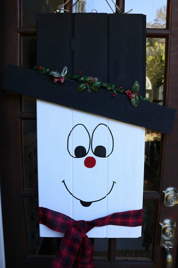 snowman-door-hanger-and-it-reversers-to-a-scarecrow-at-refresh-restyle
