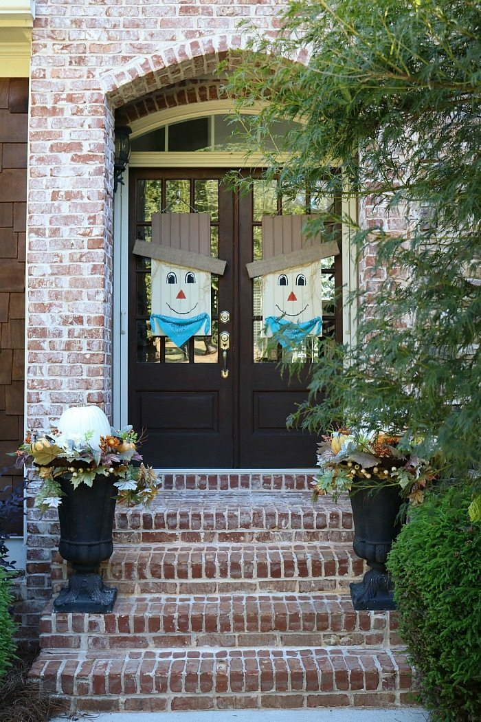 welcome-fall-with-this-cut-diy-fall-door-idea-at-refresh-restyle