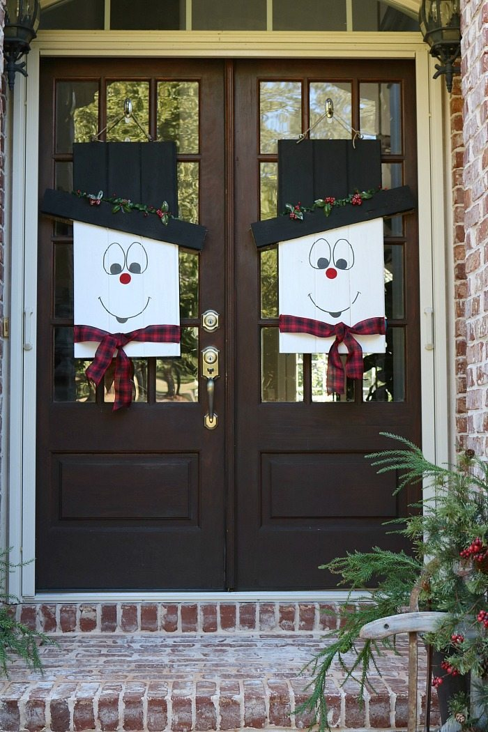 winter-snowman-door-idea-and-it-reverses-to-a-fall-scarecrow-at-refresh-restyle