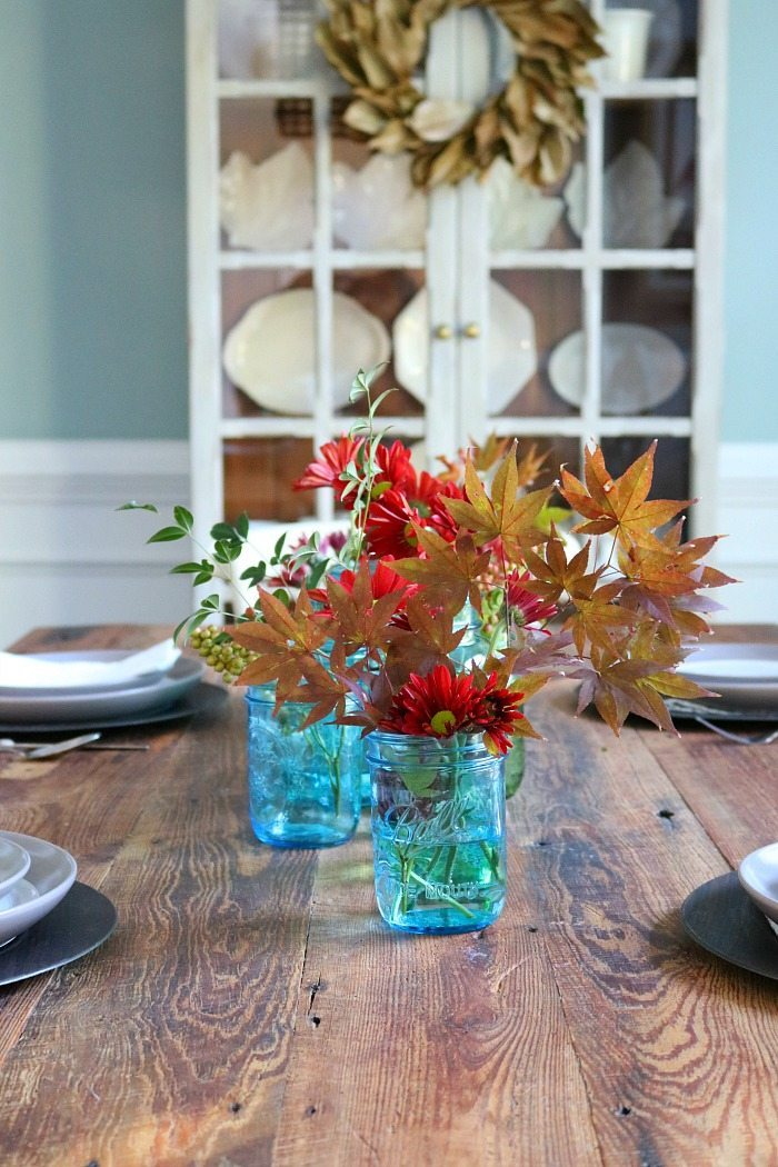 blue-mason-jars-on-the-barnwood-farm-table