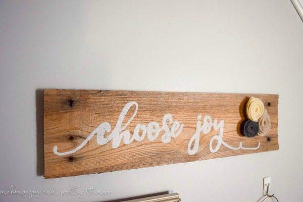 DIY Rustic Pallet Sign, Rustic Home Decor Ideas via Refresh Restyle