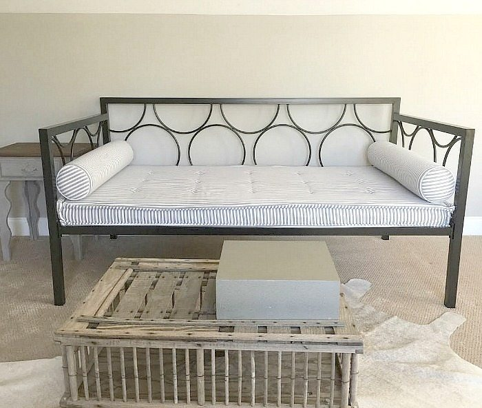 metal-daybed-before-the-chalk-paint-makeover