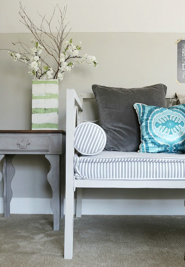 metal-daybeds-can-bed-painted-with-chalk-paint