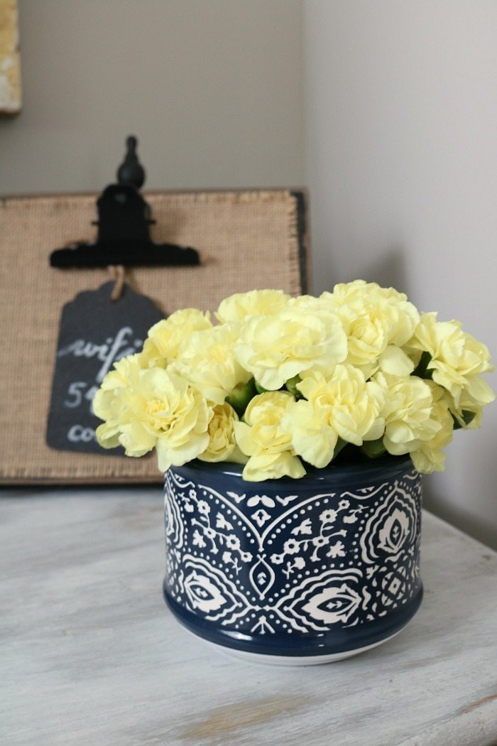 Fresh flowers - perfect little container in blue and white