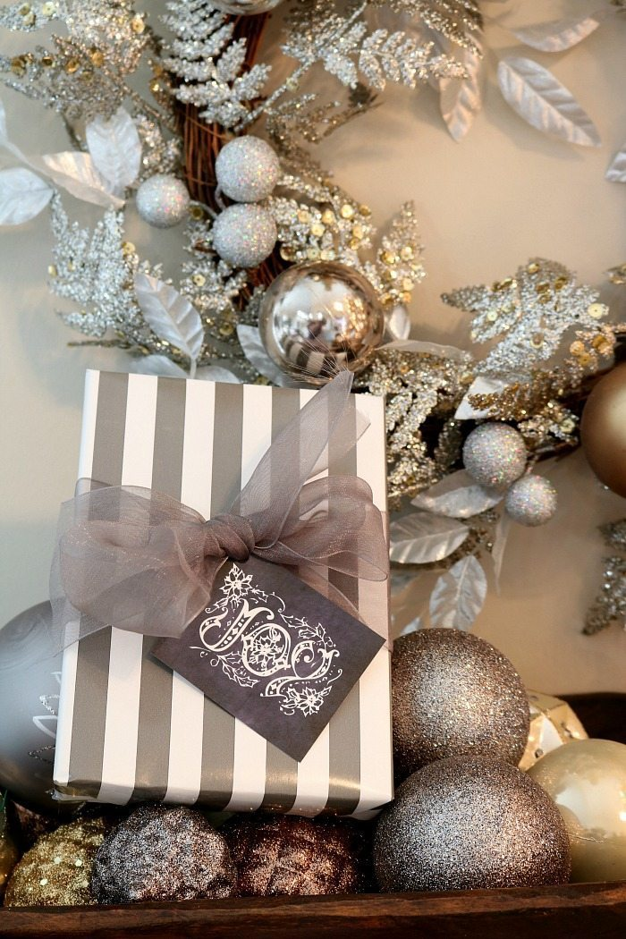 Print these free chalkboard gift tags for your Christmas gifts