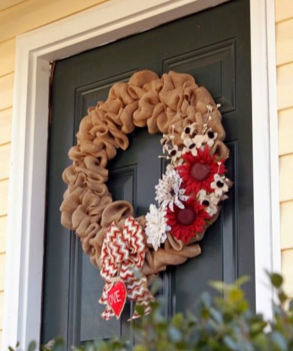 Glitter Glue and Paint, Valentines Wreaths and Door Decor via Refresh Restyle