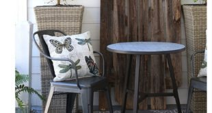Farmhouse Porch Refresh