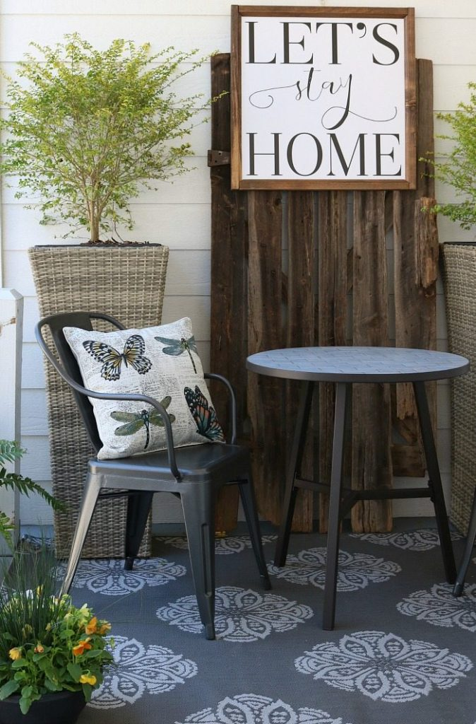 Farmhouse Porch Furniture Refresh Restyle