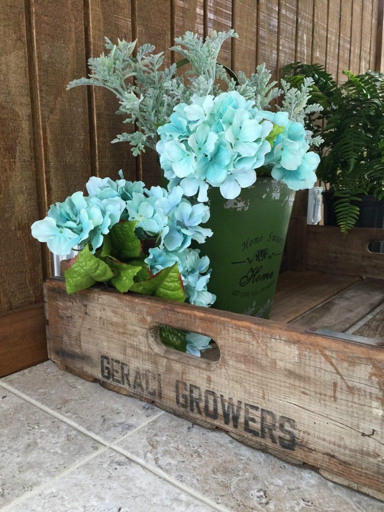 Love these farmhouse flower trays