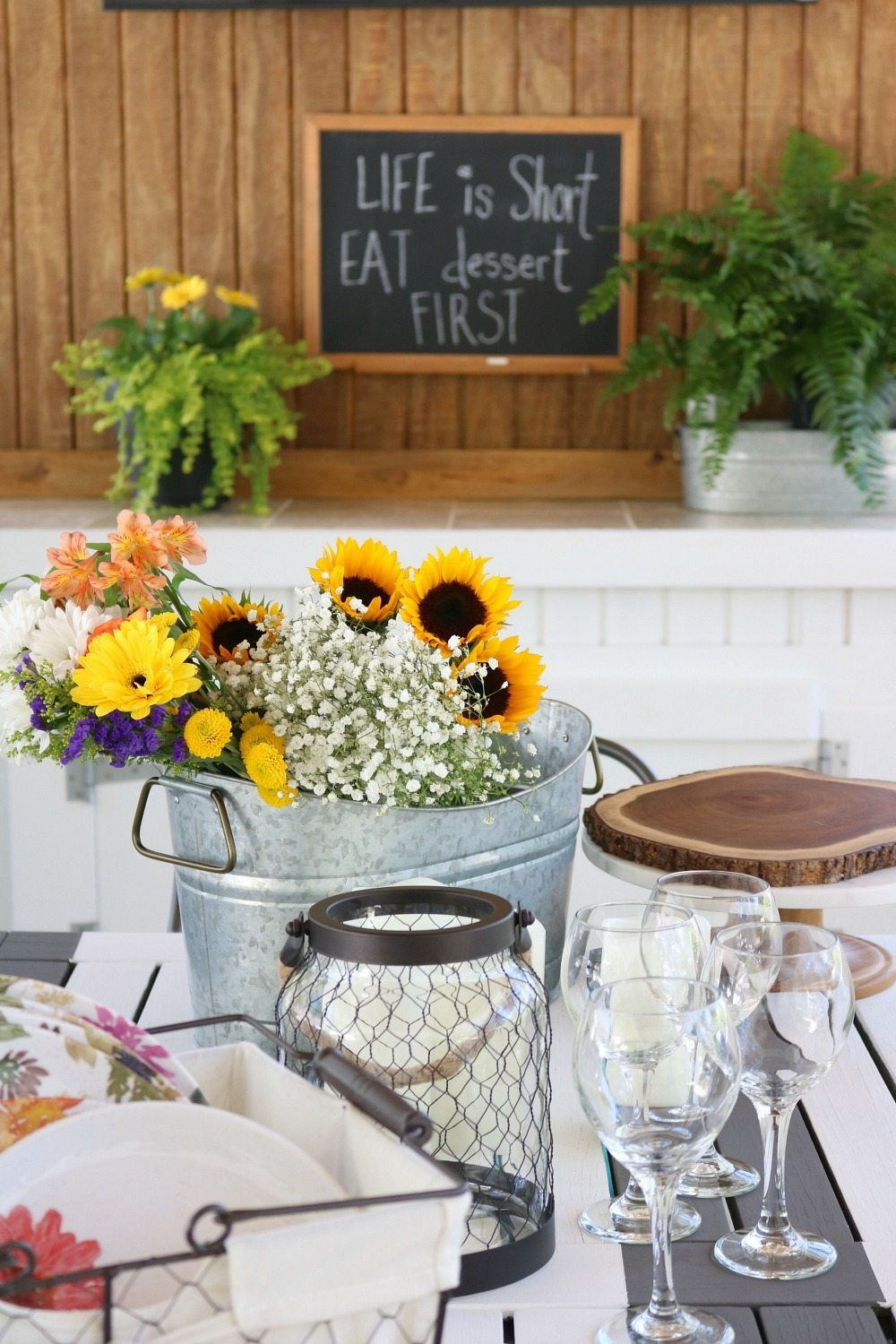 Entertaining outside with melamine and fresh flowers