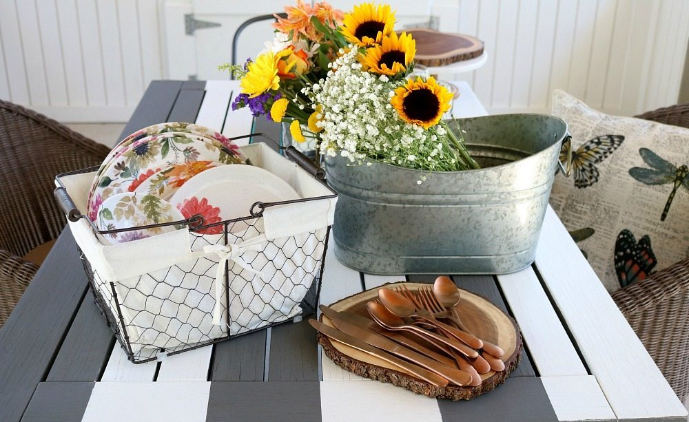Putting together the table for outdoor dining easy tips
