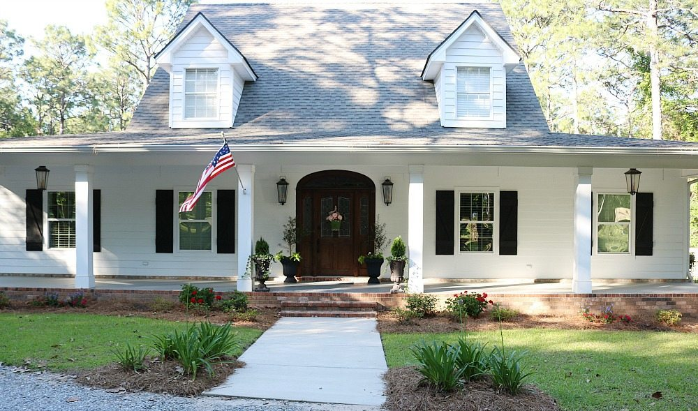 Curb appeal for the Alabama farmhouse add colorful plants