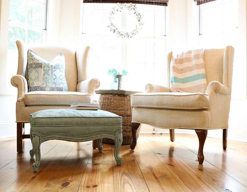 Chalk painted ottoman is perfect for the farmhouse