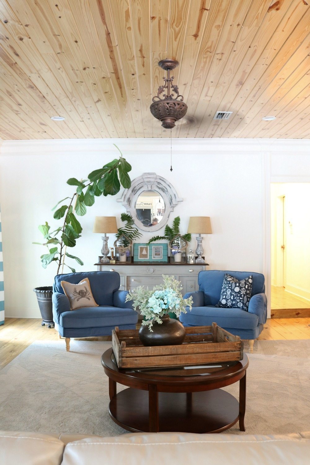 Shiplap ceiling at the farmhouse at Refresh Restyle