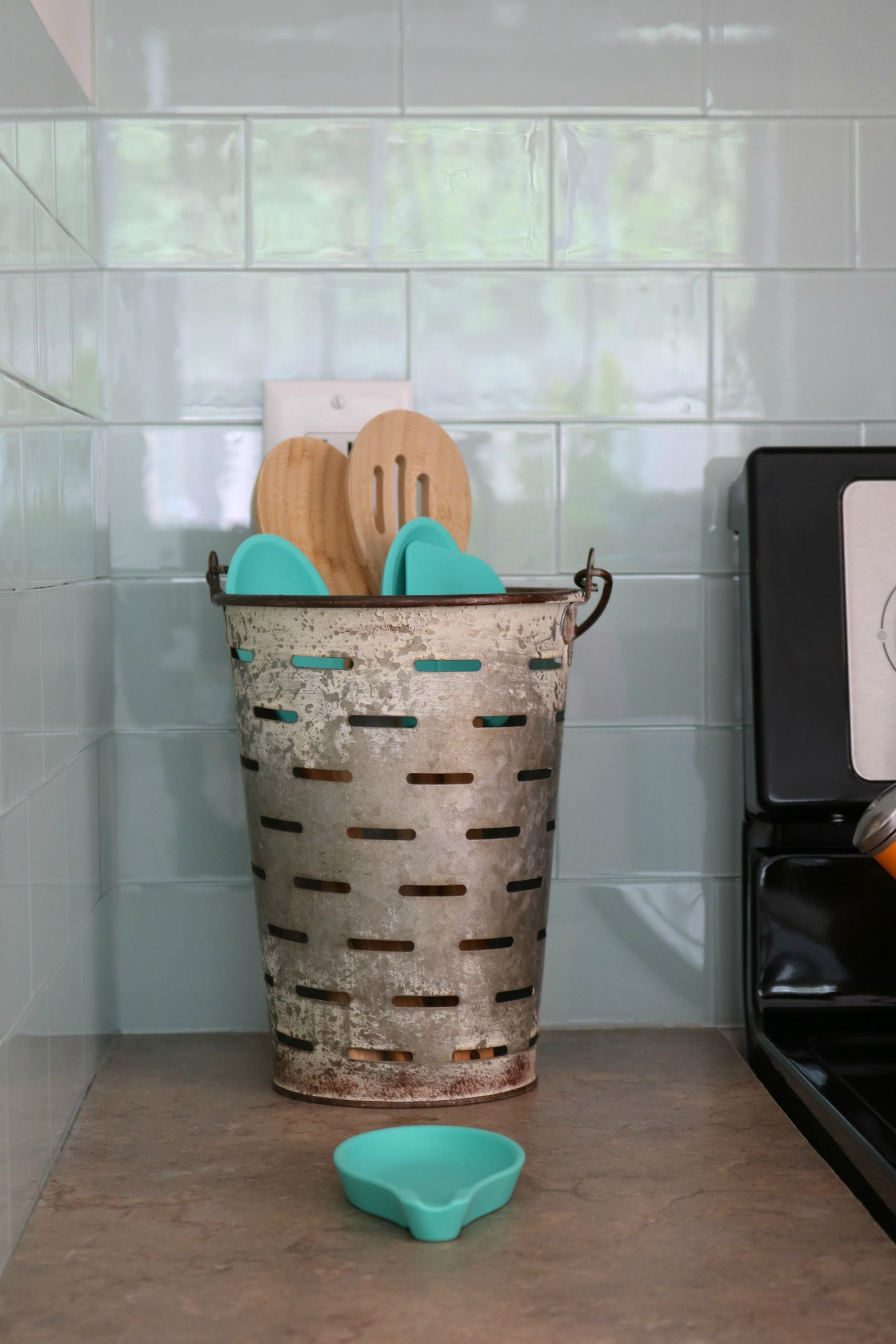 The cutest faux olive bucket for holder spatulas and large spoons farmhouse for sure
