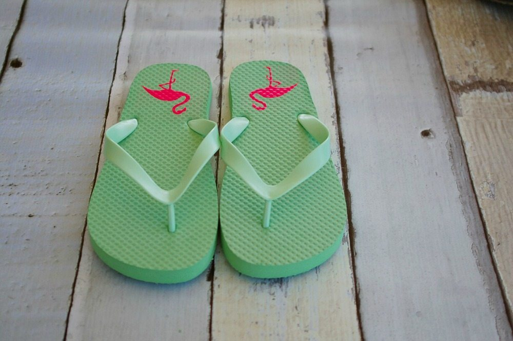 Cute idea for pink flamingos on flip flops