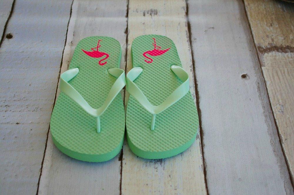 Cute idea for pink flamingos on flip flops