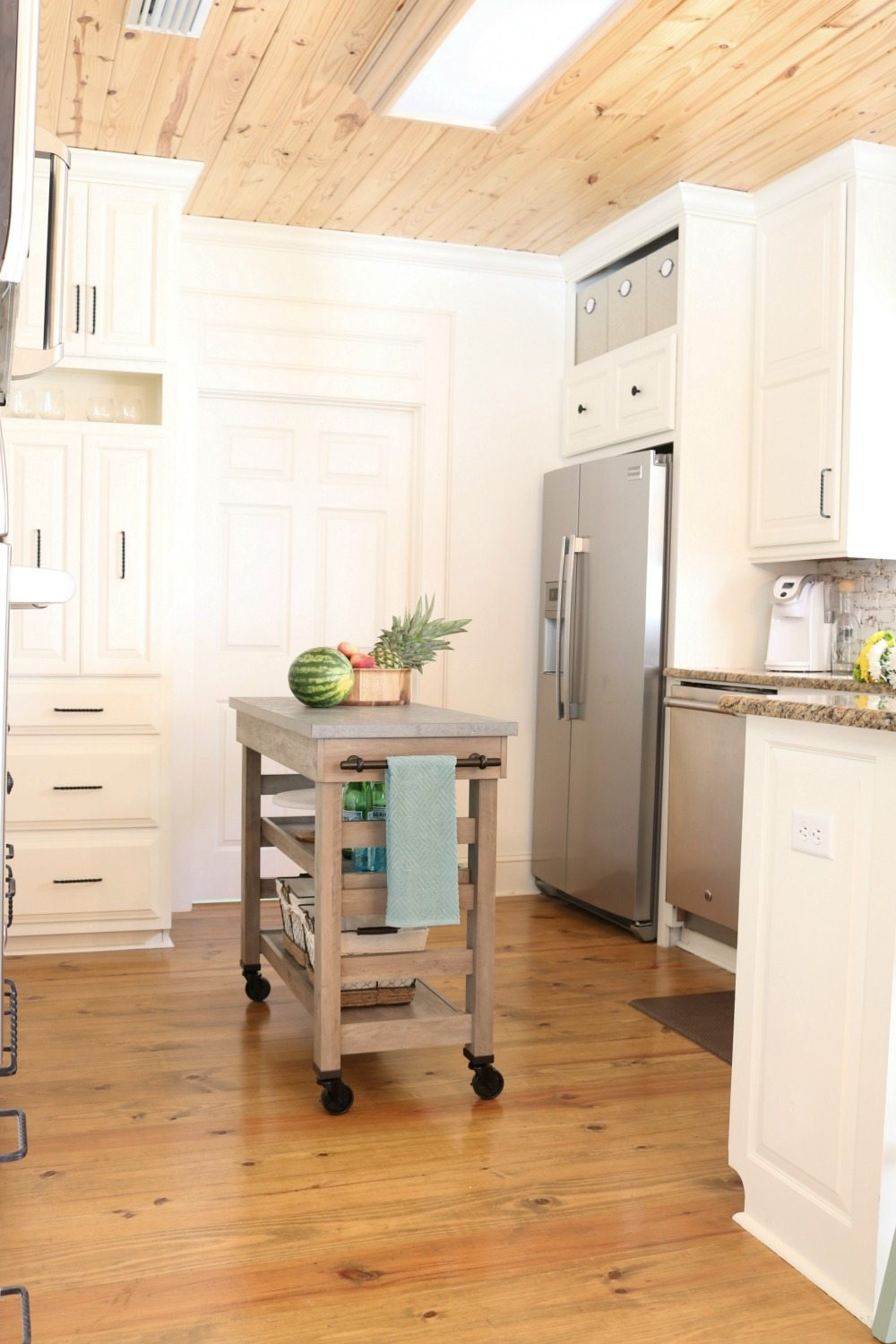Cart on wheels perfect for a kitchen island