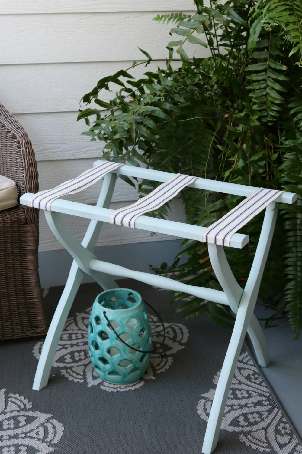 Luggage rack makeover with Rustoleum Spray Chalk paint