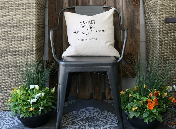 Make-this-quick-and-easy-farmhouse-pillow-cover