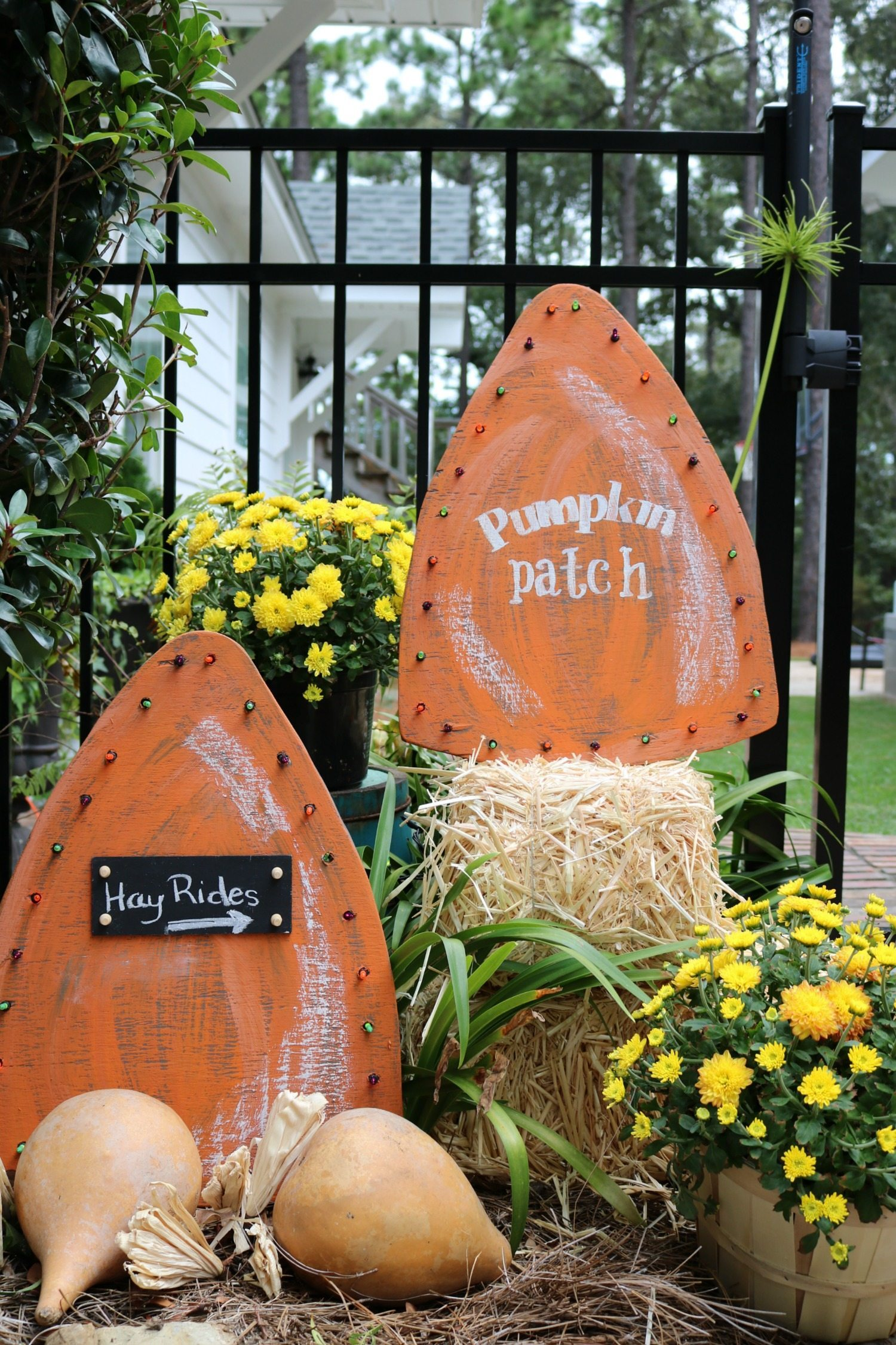 Easy to make and look great fall harvest yard signs