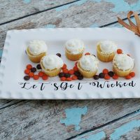Make this cute platter for fall with vinyl
